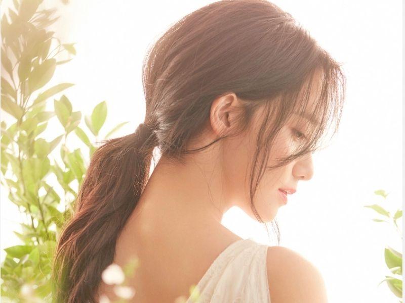Vẻ đẹp nữ tính nhờ mái tóc dài buộc thấp