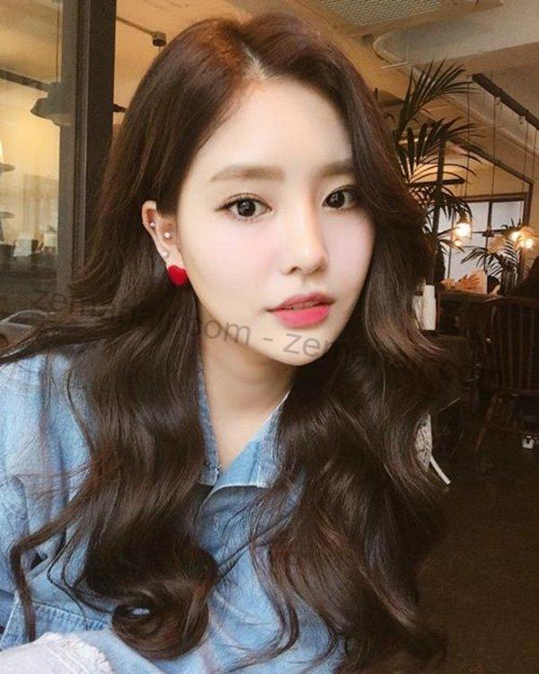Kiểu tóc xoăn gợn sóng lọn to đẹp đúng kiểu Hàn Quốc