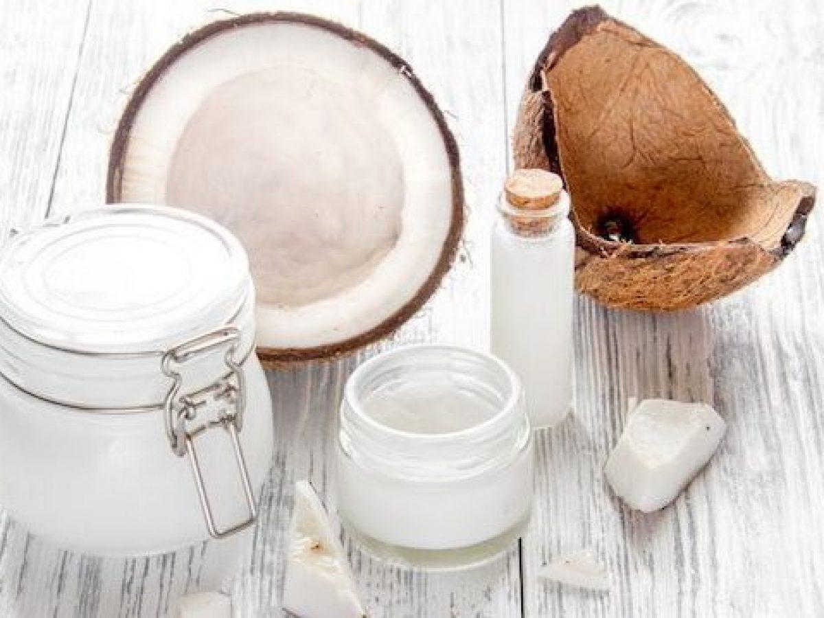 Sử dụng dầu dừa để chăm sóc tóc khô xơ