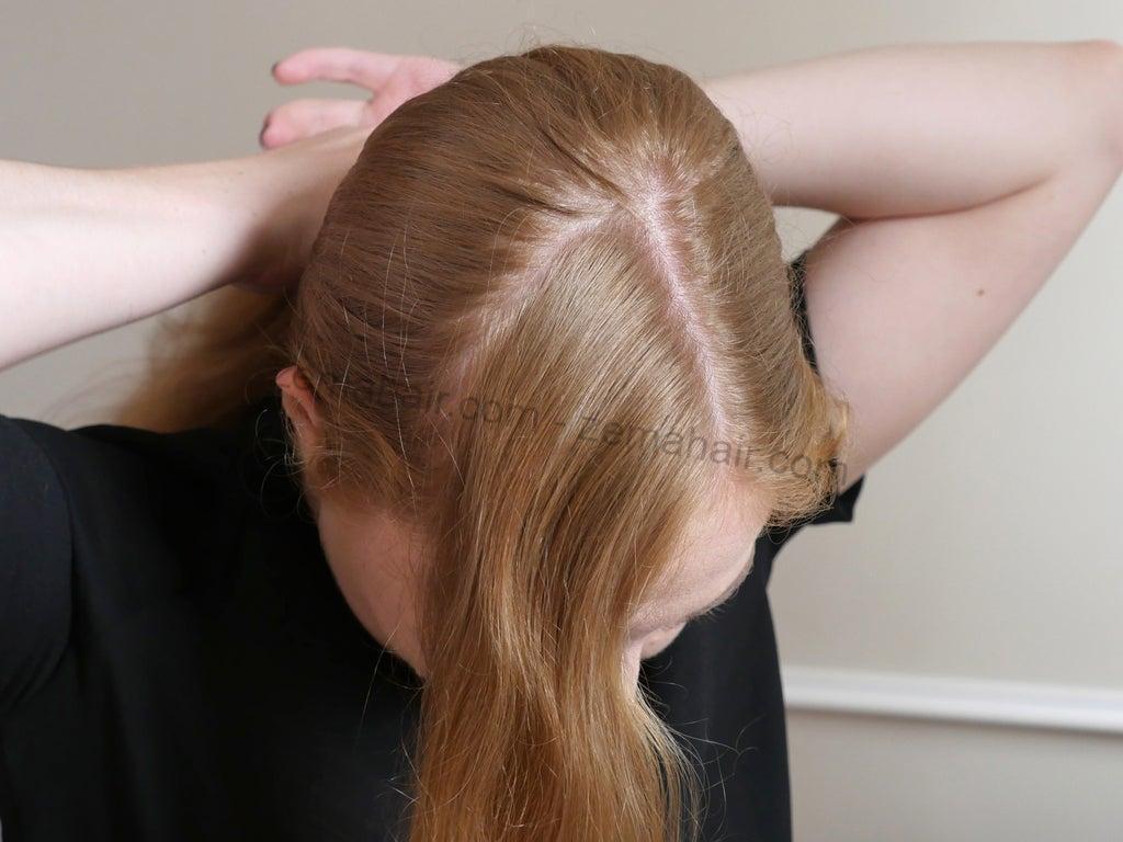 Dùng chun để buộc phần tóc sau lại