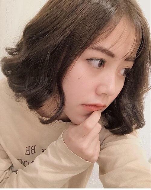 Chuẩn sao Hàn với kiểu tóc xoăn gợn sóng dễ thương này