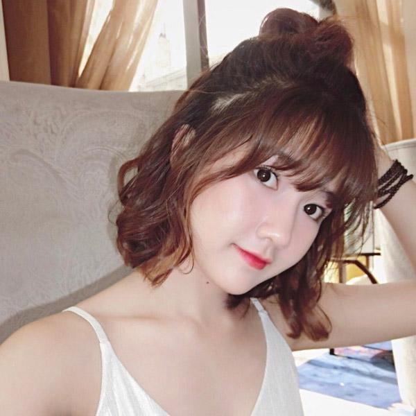 Kiểu tóc gợn sóng dễ thương tựa sao Hàn