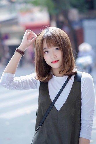 Mái tưa kết hợp kiểu tóc ngang vai chữ c cho nàng thêm xinh xắn với người đối diện