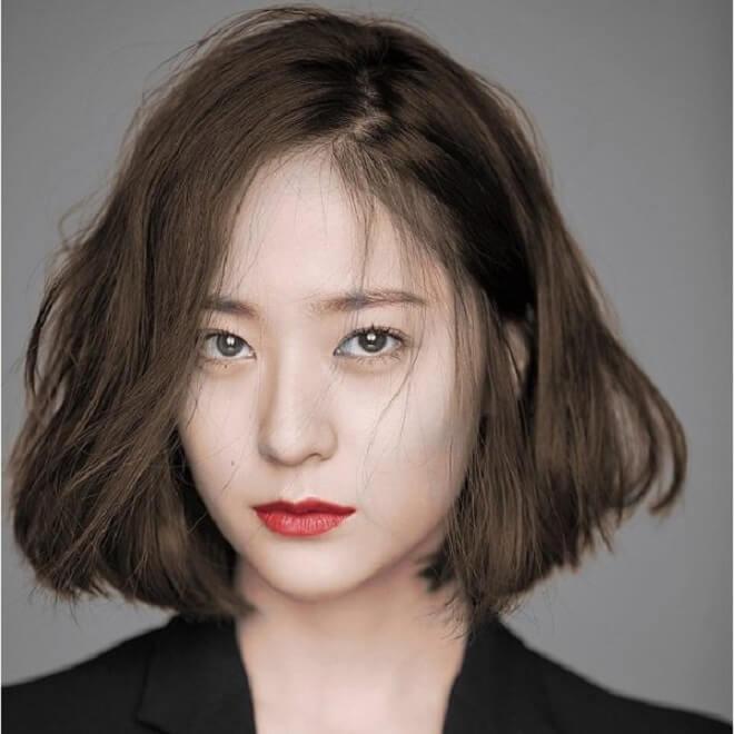 Dễ dàng tạo kiểu dù nàng tóc dài hay tóc ngắn giúp khuôn mặt trở nên thon gọn