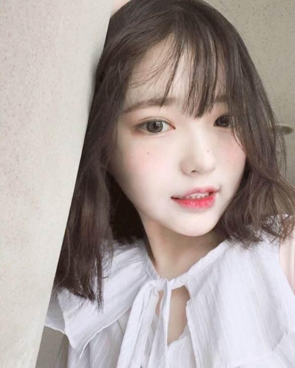 Kiểu tóc mái thưa được xứ Hàn ưa chuộng.