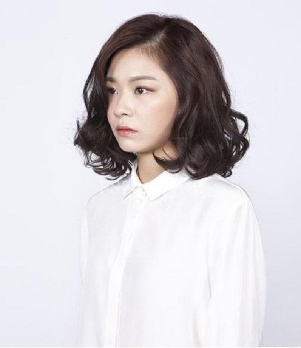 Kiểu tóc dành cho những cô nàng ưa chuộng sự cá tính nhưng vẫn giữ được nét nhẹ nhàng, tinh tế.