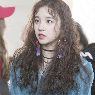 Kiểu tóc xoăn xù được sao Hàn lựa chọn khi trên sân khấu