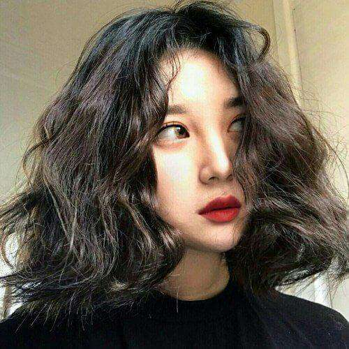 Thêm phần sắc sảo cho khuôn mặt với mái tóc xù ngắn