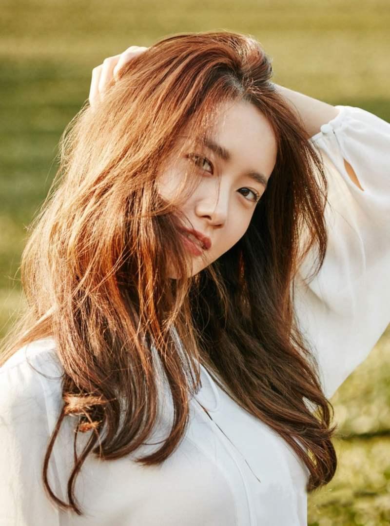 Nữ diễn viên Yoona xứ sở kim chi cũng để màu này trông nổi bật làn da