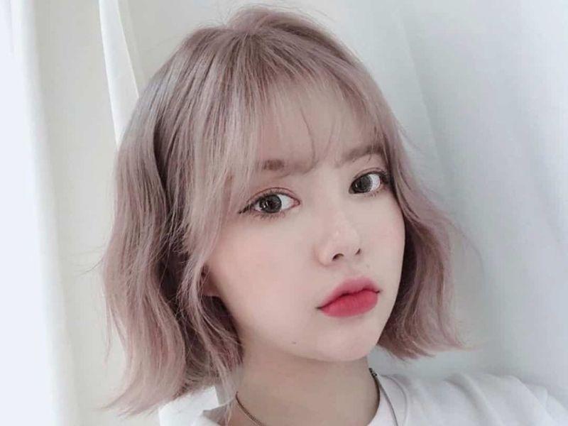 Ánh hồng trên nền tóc bạch kim