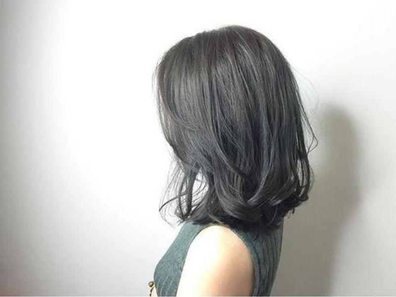 Màu đen xám khói giúp tóc trở nên thời trang hơn
