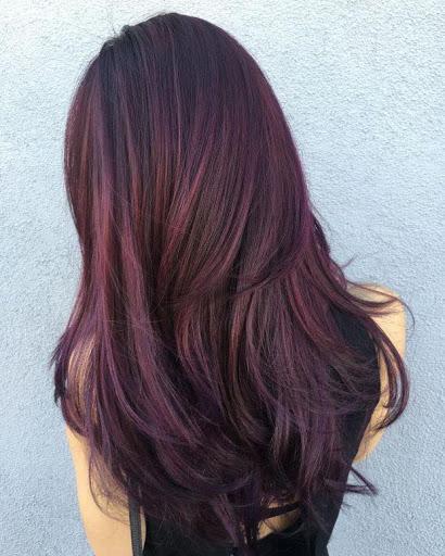 Mẫu tóc màu nâu đen ánh đỏ quyến rũ và thu hút