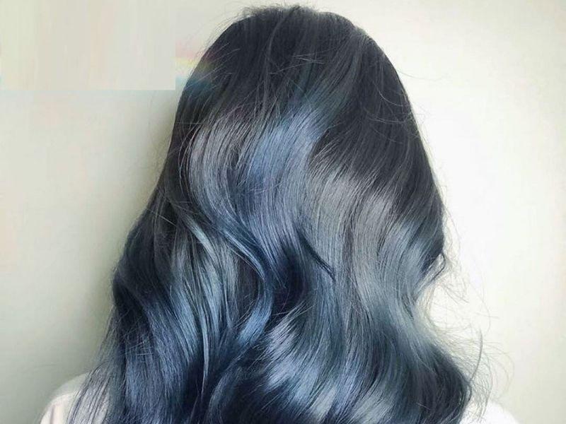 Màu xanh lôi cuốn khi kết hợp tóc nâu đen