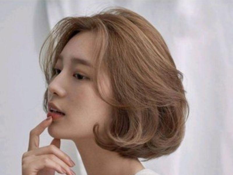 Tóc nâu sáng không mái cực đẹp cho nàng tóc ngắn
