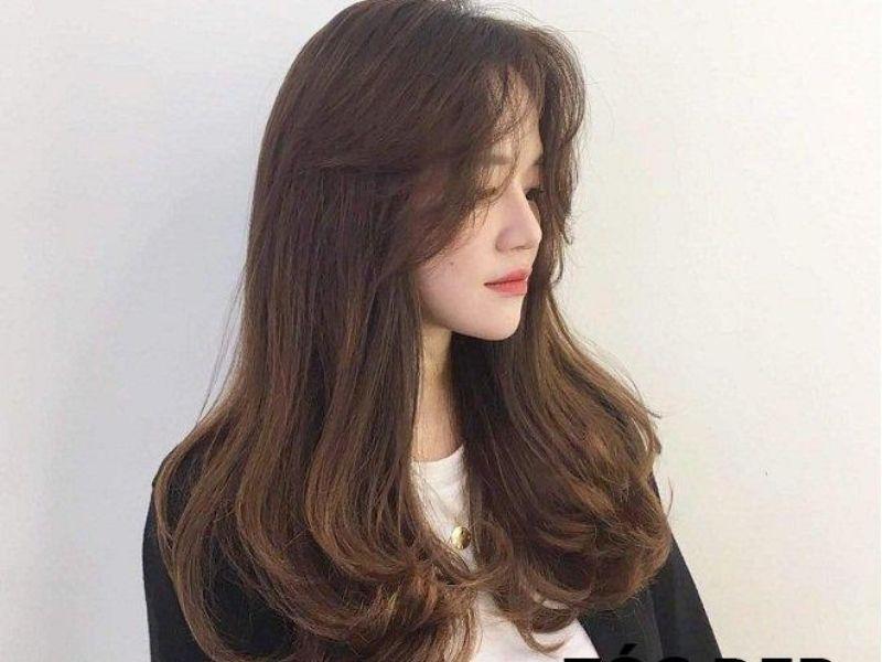 Mái tóc có phần đuôi cụp dễ thương