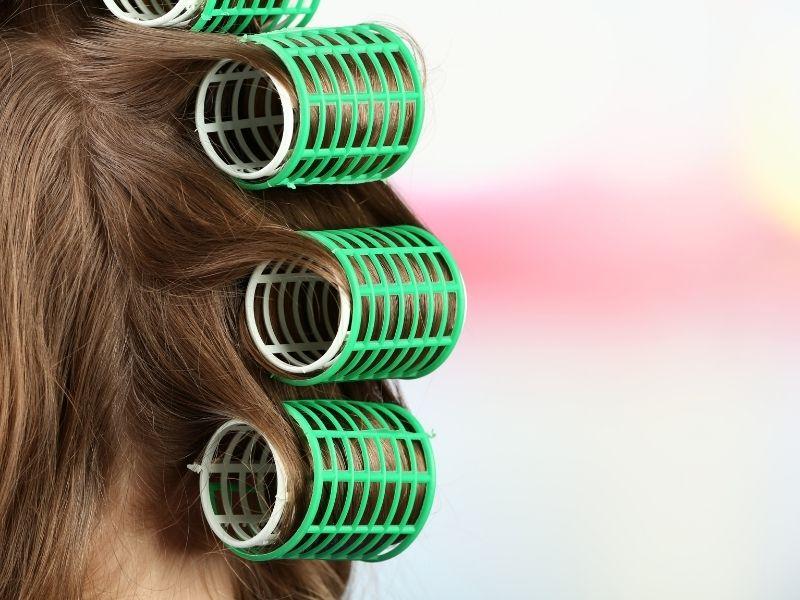 Hướng dẫn cách làm sao để đuôi tóc cụp vào bằng lô uốn