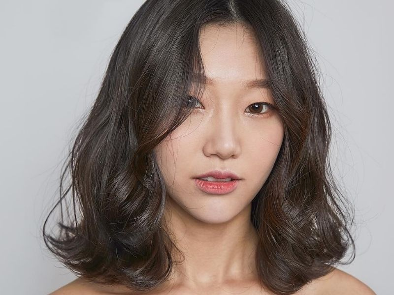 Kiểu tóc uốn đẹp mà không bị già chuẩn style Hàn Quốc