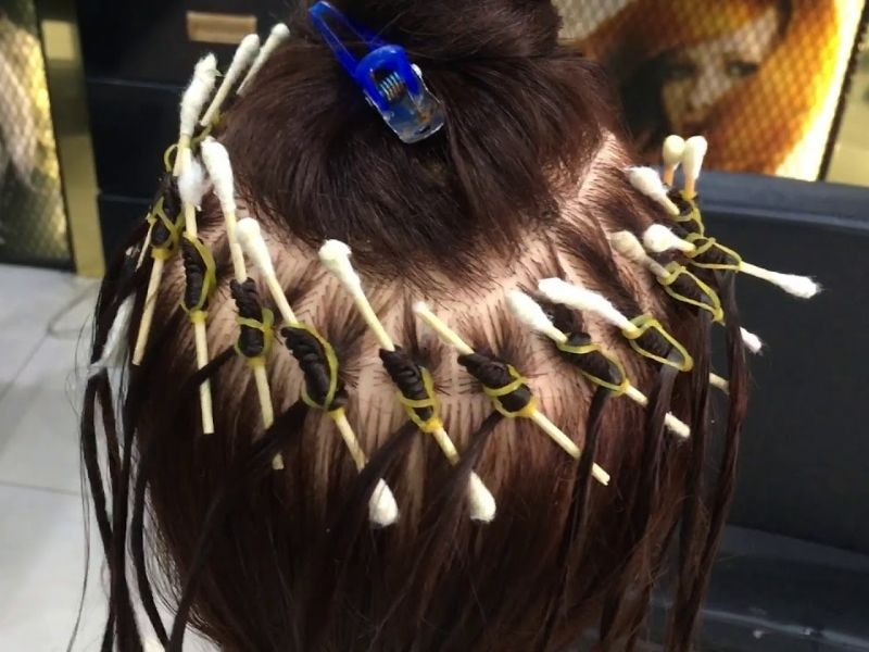 Phương pháp dùng tăm bông làm phồng tóc nữ