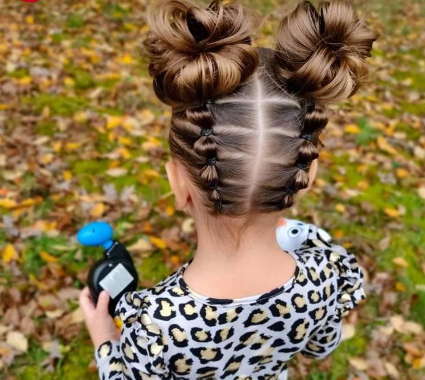 Thêm sành điệu với kiểu tóc bím búi cao này.
