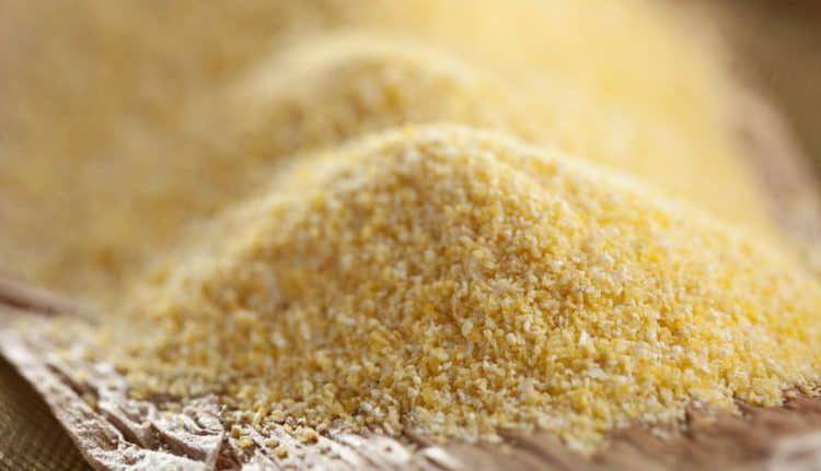 Bột ngô làm dầu gội khô hữu ích.