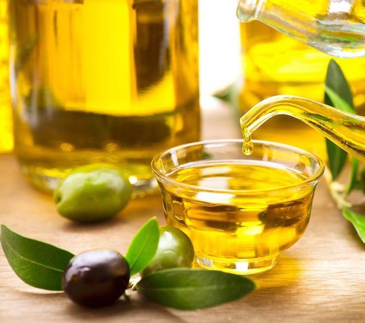 Dầu oliu đã quá quen thuộc khi góp mặt ở hầu hết các sản phẩm chăm sóc da