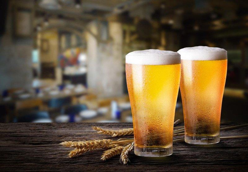 Bia giúp mái tóc thêm mượt mà và óng ả nhờ chiết xuất từ lúa mạch và giàu protein