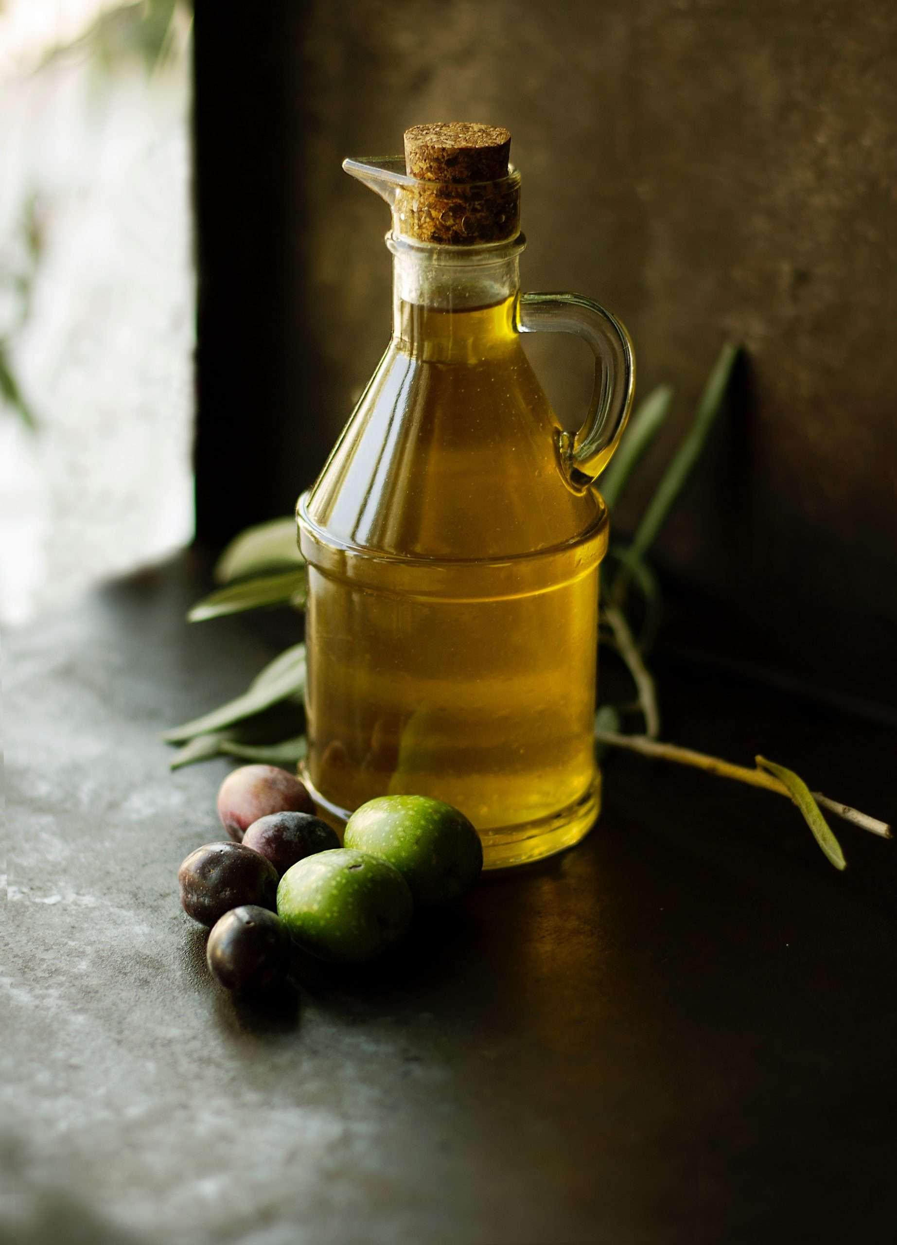 Dùng dầu ô liu để dưỡng tóc hiệu quả