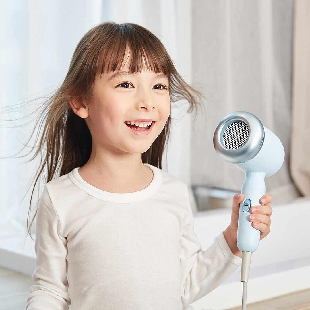 Dùng máy sấy tóc đúng cách cho trẻ.