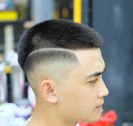 Tóc mhican cắt ngắn.