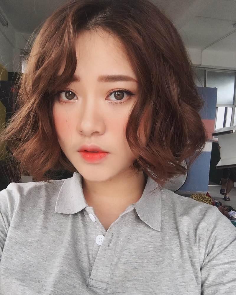 Kiểu tóc ngắn uốn đuôi mái lệch xu hướng của các hot girl xứ Hàn
