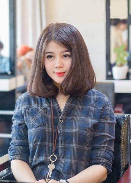 Kiểu tóc rẽ ngôi cho cô nàng che khuyết điểm hoàn hảo.