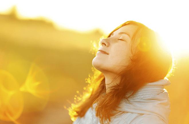 Ánh nắng mặt trời giúp làm phai màu nhuộm một cách tự nhiên
