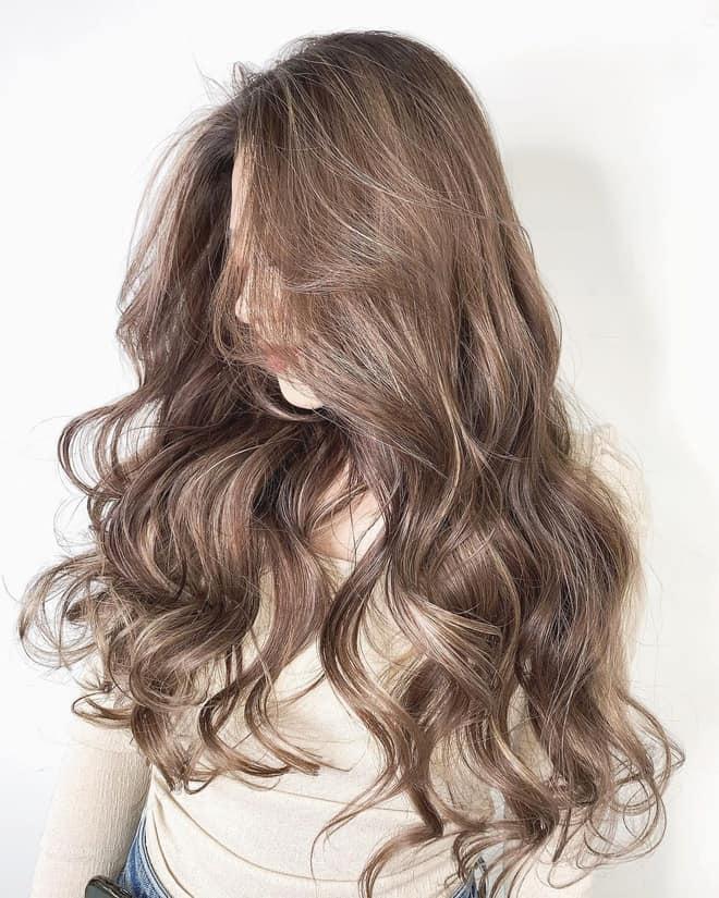 Sau khi làm phai màu nhuộm cần chăm sóc tốt cho tóc
