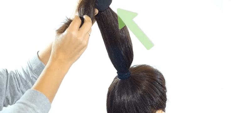 Búi tóc bằng vớ để làm tóc gợn sóng tại nhà