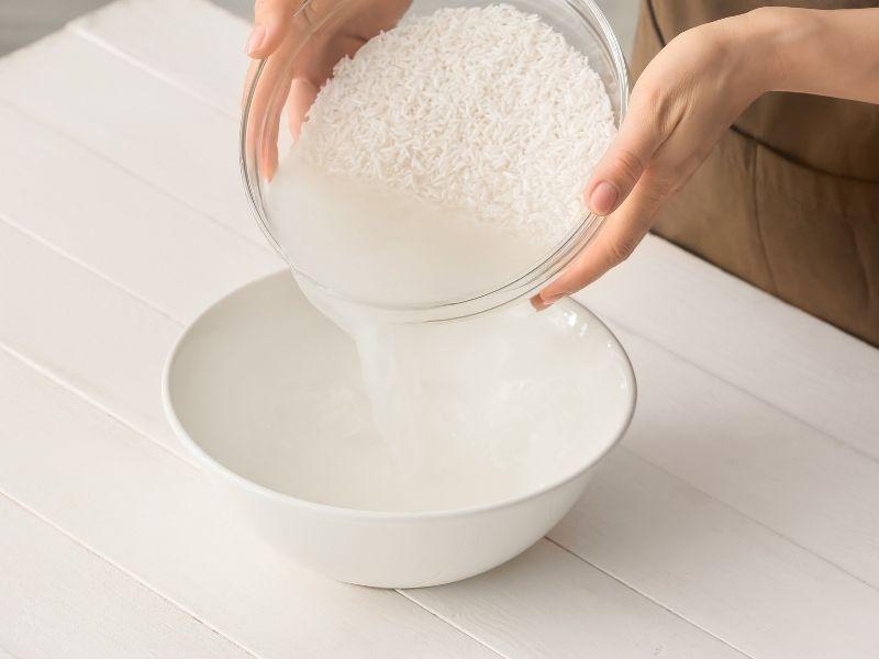 Nước vo gạo lần 2 thường được dùng để gội đầu