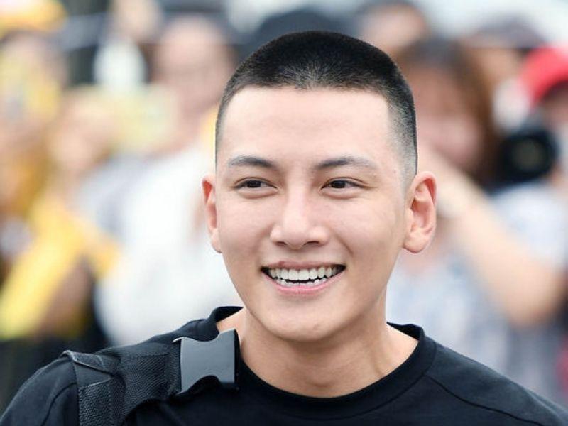 Anh chàng Ji Chang Wook với mái tóc đầu đinh