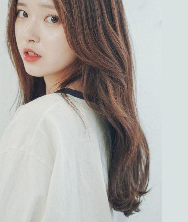 Tóc uốn đuôi nhẹ Hàn Quốc là kiểu tóc khó bị lỗi mốt.
