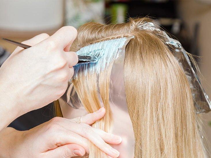 Tẩy tóc để tóc nhuộm màu hồng lên màu đẹp