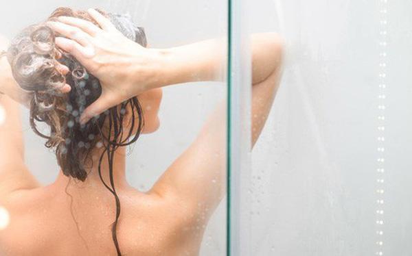 Gội đầu đúng cách để giúp mái tóc giảm bớt tiết dầu
