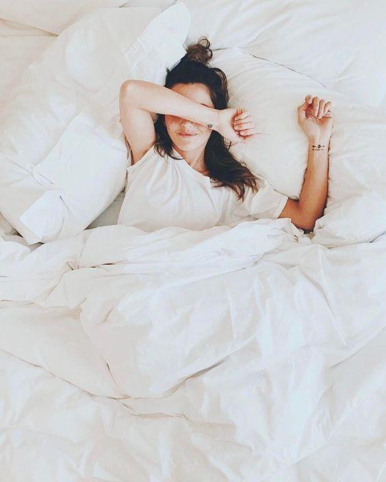 Bật mí cách giữ nếp tóc khi ngủ