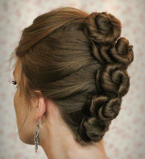 Búi bông hoa là kiểu tóc đẹp sáng tạo