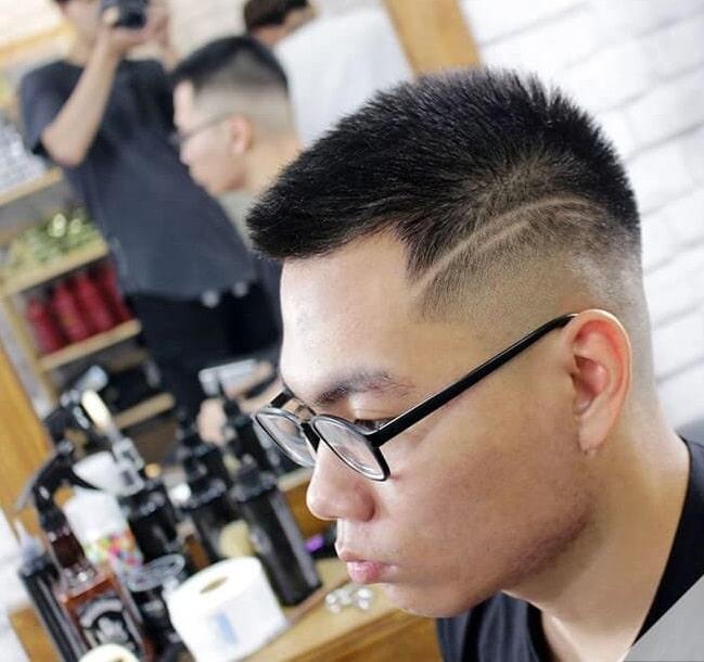 Đây là kiểu tóc cho các bạn nam mặt tròn mà không cần chăm sóc nhiều