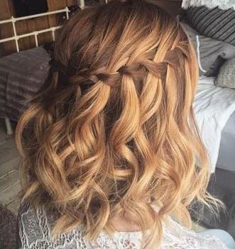 Tết tóc nửa đầu mang vẻ đẹp dịu dàng cho nàng tóc ngắn