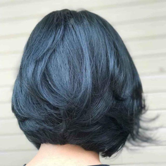 Màu xanh đen là màu nhuộm bật tông vô cùng hiệu quả