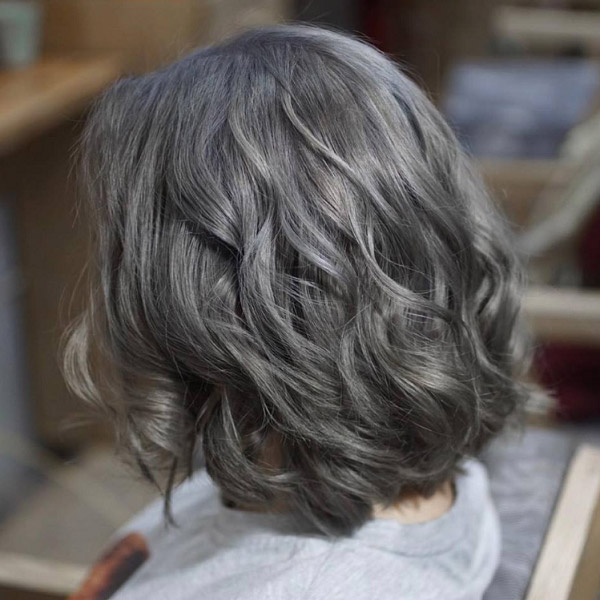Mái tóc ngắn của bạn dễ dàng ẩn màu với phụ huynh