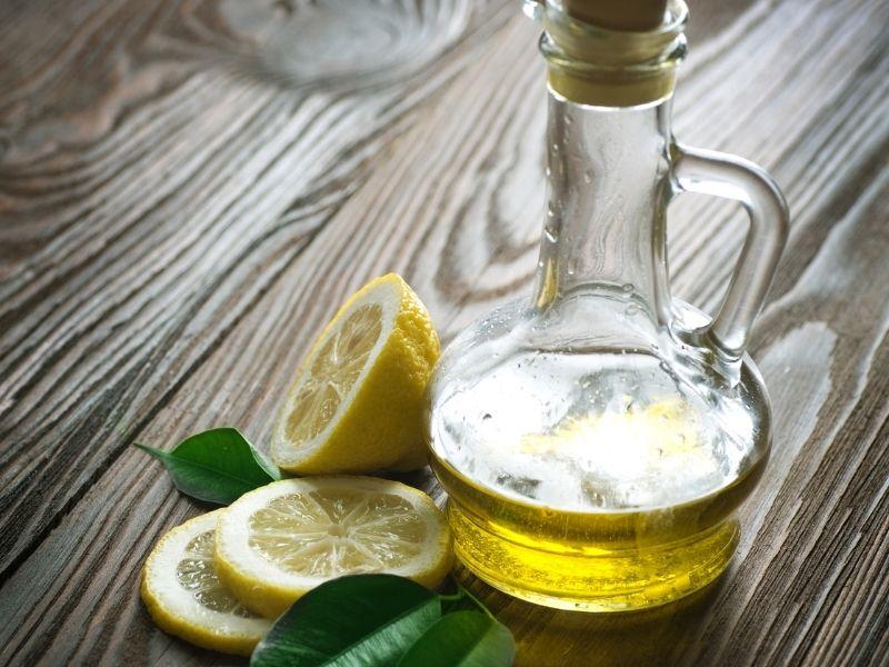 Chanh và dầu oliu có thể kết hợp để làm mặt nạ dưỡng tóc mùa hè