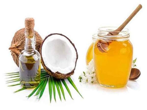 Dưỡng tóc mềm mượt với mật ong và dầu dừa
