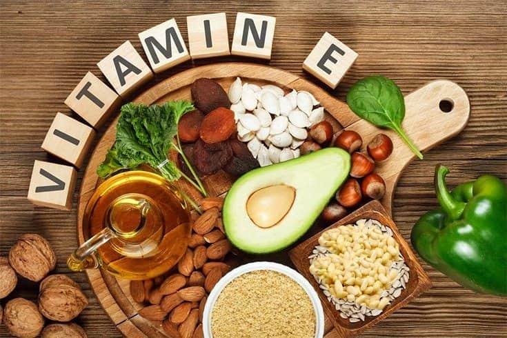 Làm mặt nạ dưỡng tóc bằng vitamin e
