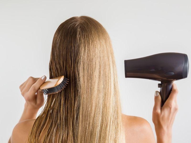 Sấy tóc mỗi ngày sau gội là nguyên nhân làm tóc khô xơ