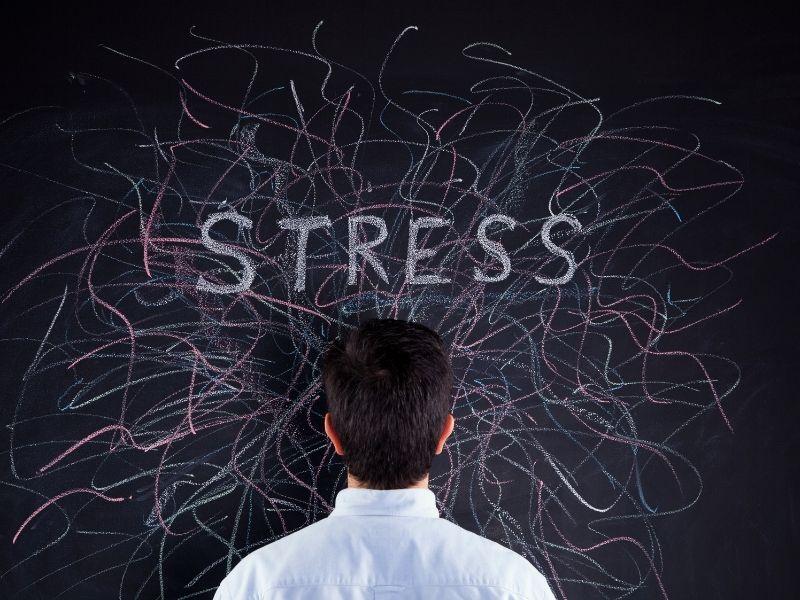Stress là một yếu tố tác động làm rụng tóc nhiều ở nam